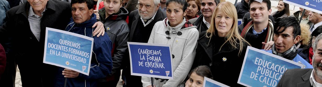 STOLBIZER FIRMÓ UN COMPROMISO POR LA EDUCACIÓN