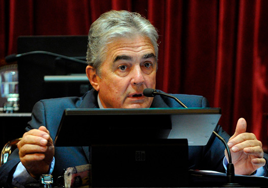 El Senador Nacional del GEN, por la Provincia de Buenos Aires, Jaime Linares, solicita al Poder Ejecutivo Nacional, que reglamente la Ley de Emergencia Social aprobada por unanimidad por el Congreso el 14 de Diciembre pasado