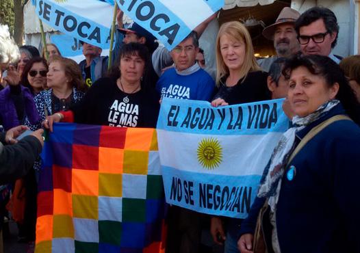 Margarita Stolbizer llegó a San Juan para viajar directamente a Jáchal, donde participo de la Asamblea local con motivo de cumplirse un año del derrame de cianuro y otros metales pesados de la Mina Veladero que afectó las poblaciones de Jachal e Iglesia.