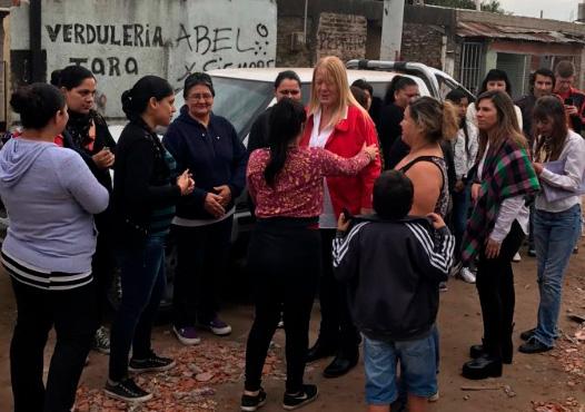 Margarita Stolbizer estuvo en Quilmes. Inauguró un local del GEN  y recorrió el barrio Villa del Carmen donde habitualmente, los militantes del partido realizan tareas sociales y entregan donaciones.