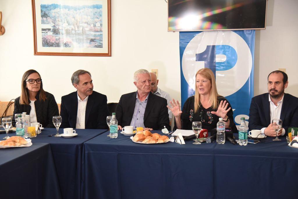 Margarita Stolbizer, Candidata a Senadora Nacional por el Frente 1País, encabezó esta mañana una conferencia de prensa en la Ciudad de La Plata junto al candidato a Diputado Nacional, José Sarghini, el candidato a diputado provincial,  José Arteaga, y Gastón Crespo, candidato a Concejal de La Plata.