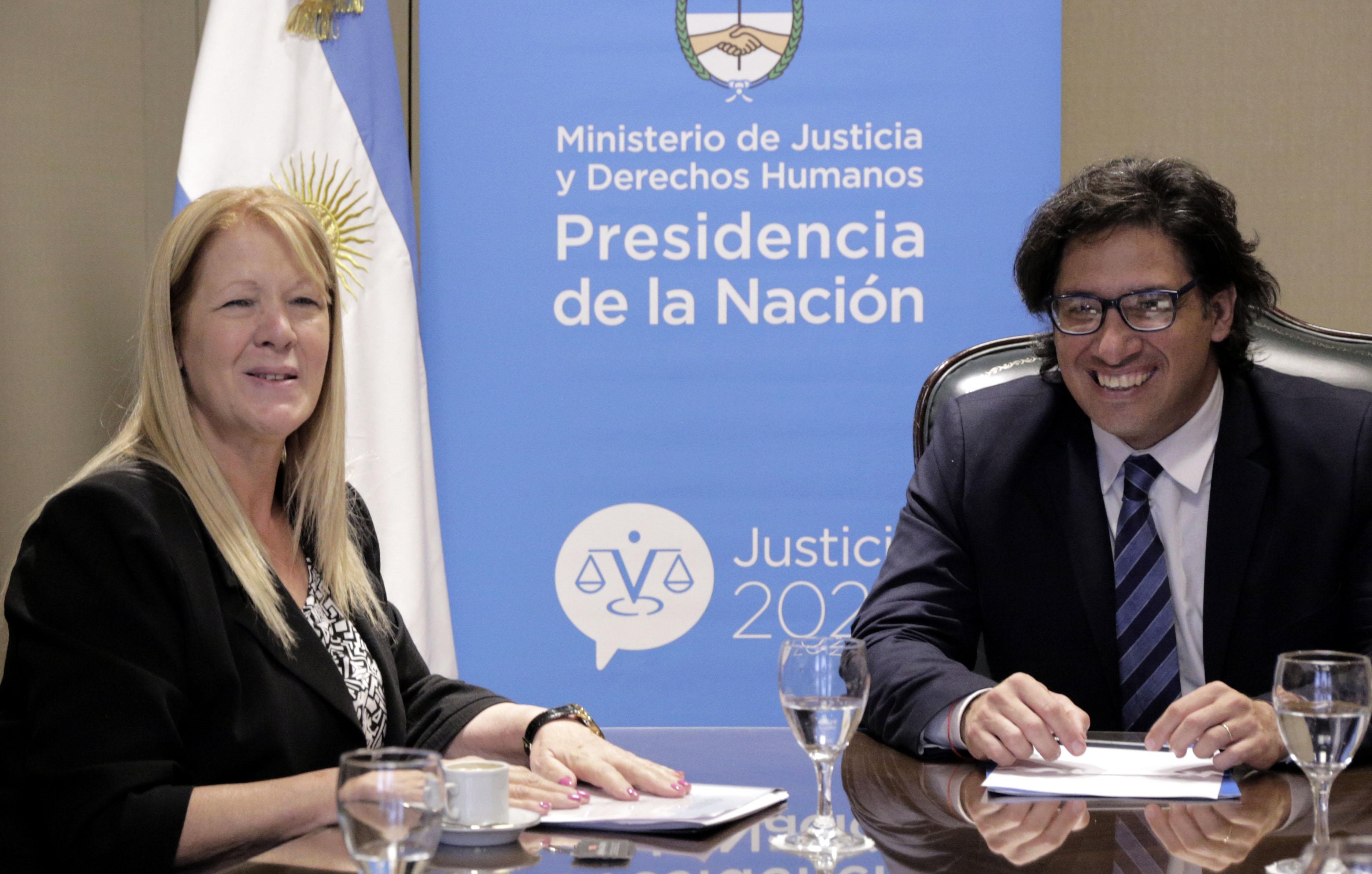 """""""Argentina debe mantener la defensa de los derechos humanos y el castigo a los crímenes de lesa humanidad como una política de estado""""."""