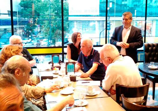 Decenas de vecinos concurrieron a la nueva  reunión de consorcistas organizada en Villa Urquiza en el marco del proyecto presentado por el diputado por CABA Sergio Abrevaya para bajar las expensas.