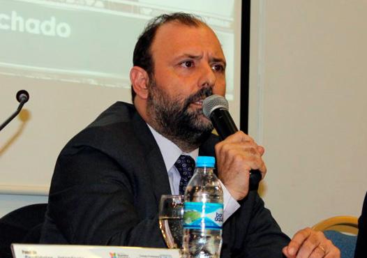 En entrevista con radio GEN, Fernando Machado criticó duramente la actitud del oficialismo provincial de modificar permanentemente las leyes electorales.
